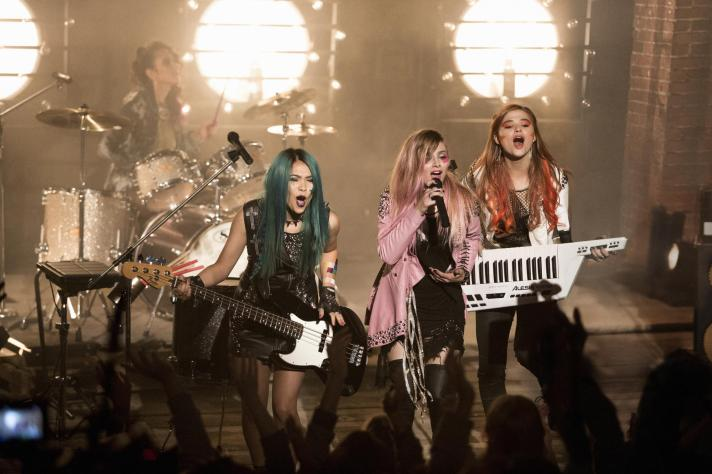 Jem and the Holograms-03