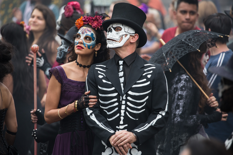 Estrella (Stephanie Sigman) and Bond (Daniel Craig) in the crowds of El Dia de los Muertos procession in Metro-Goldwyn-Mayer Pictures/Columbia Pictures/EON Productions' action adventure SPECTRE. Tolsa Square, Mexico City.