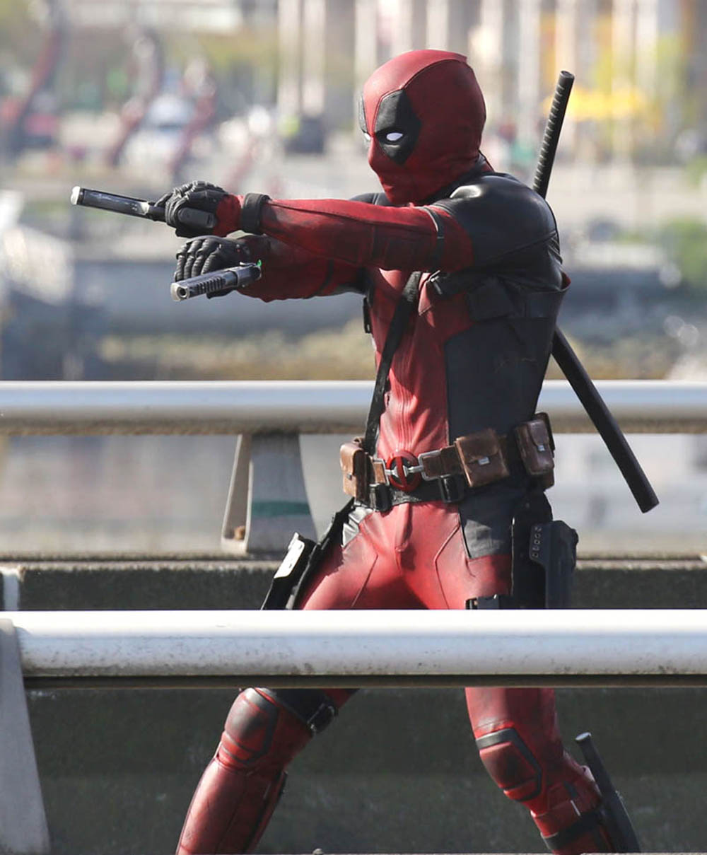 """51703768 Actor Ryan Reynolds suits up to film and action scene on a viaduct for """"Deadpool"""" on April 7, 2015 in Vancouver, Canada. The new Marvel movie tells the story of a former Special Forces operative turned mercenary who is subjected to a rogue experiment that leaves him with accelerated healing powers. FameFlynet, Inc - Beverly Hills, CA, USA - +1 (818) 307-4813"""