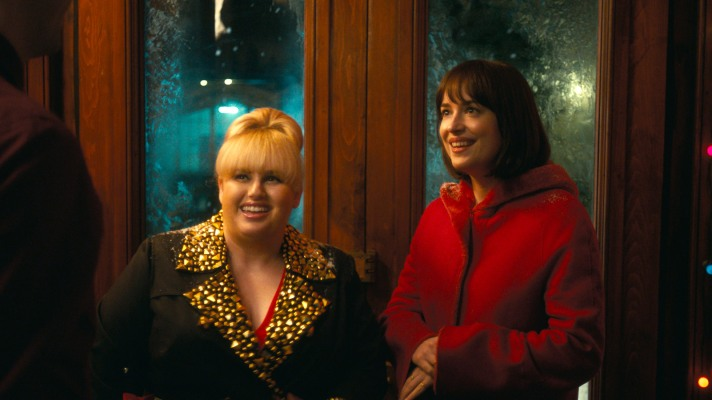 How to Be Single-Rebel Wilson_Dakota Johnson_01