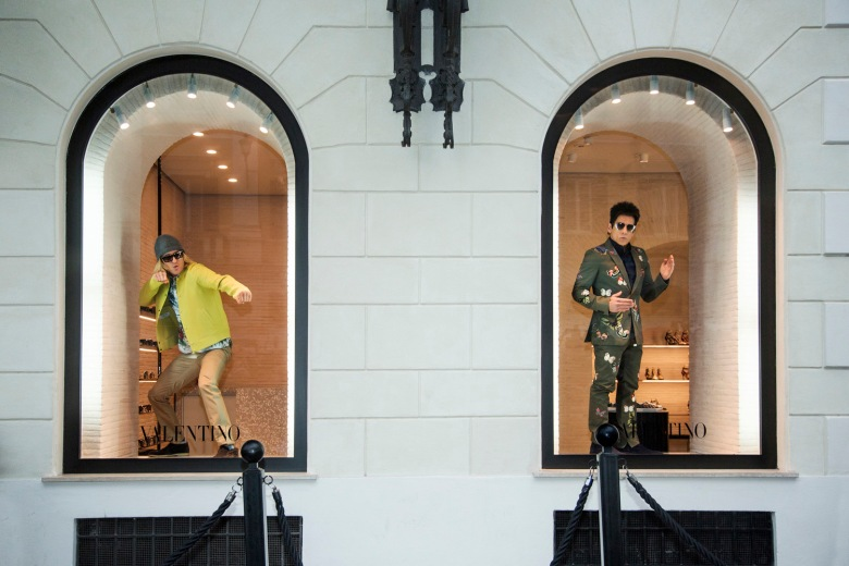 Derek Zoolander and Hansel stun the fashion world with their live appearance in the display windows at Valentino Rome.